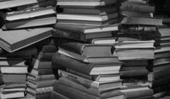 """books in a stack"" von austinevan auf flickr.com"