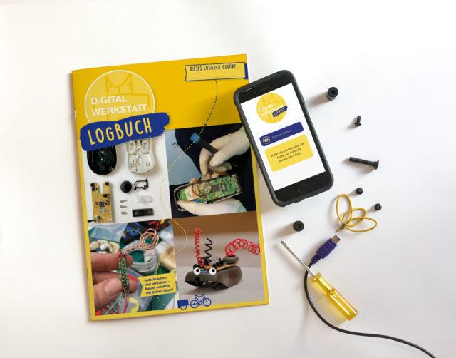 Das gelbe Logbuch auf einem schwarzen Tisch mit Smartphone und Scanner App